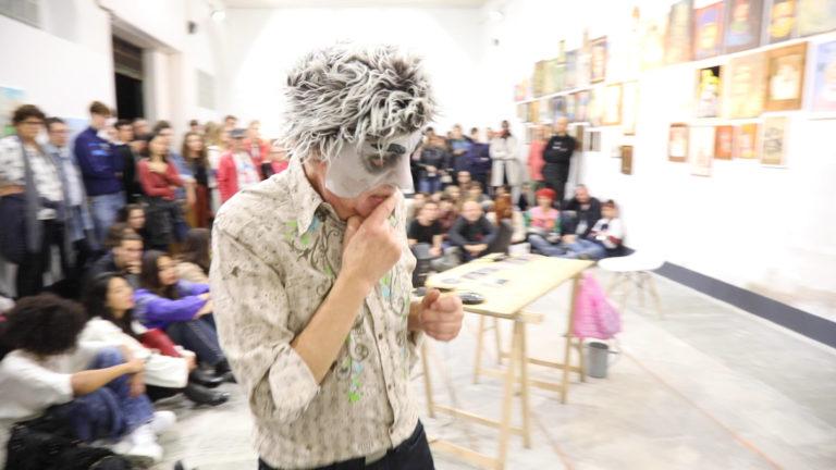 @ Arnaud Labelle-Rojoux, Performance : Quelque chose, 2019 - sélection Espace A VENDRE