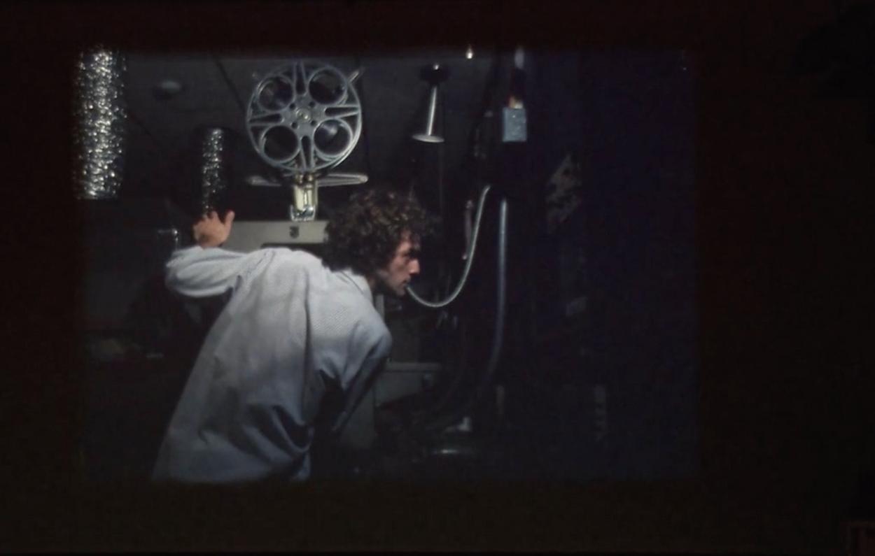 ©Photogramme de 𝘍𝘰𝘳𝘦𝘷𝘦𝘳 𝘍𝘪𝘭𝘮, Peter Miller, 35mm, 2006, silencieux, 20 min, distribution Light Cone